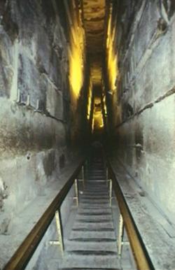 Art culos sobre la gran pir mide manuel jos delgado for Interior de una piramide